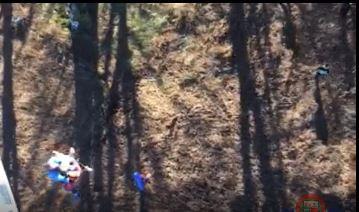 Un helicóptero de la Ertzaintza rescata a una montañera accidentada en el Gorbea,