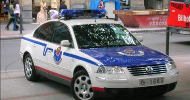 Dos detenidos por robar y agredir con un navaja a un hombre en Santutxu tras quedar con un desconocido por Internet,