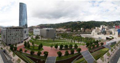 El Ayuntamiento de Bilbao higienizará los 11.500 bancos de la Villa,