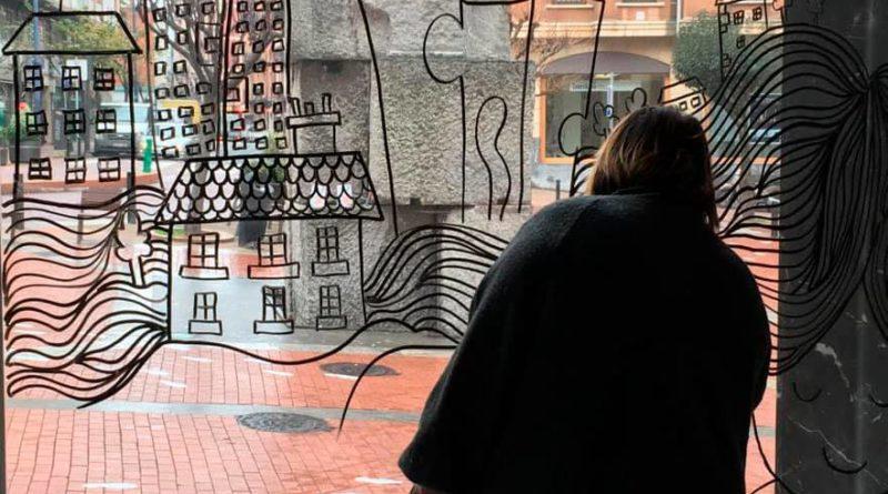 Artistas locales dan color a los locales vacíos de Barakaldo,