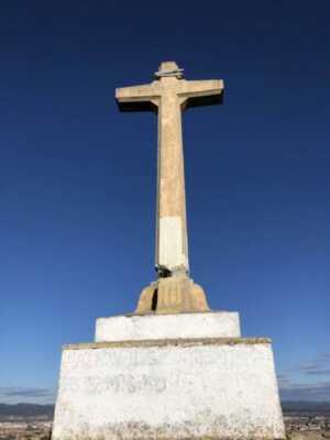 """El ayuntamiento de Vitoria restaurará la cruz de Olarizu y recalca que se trata de un """"monumento religioso"""","""