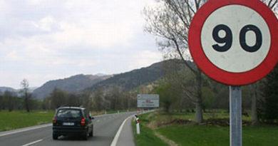 A partir de hoy, a 90 km por carreteras secundarias,