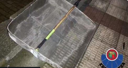 Sancionan a tres personas por pescar ilegalmente angulas en Erandio y Pobeña,