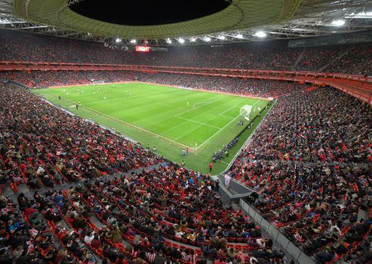 San Mamés revienta asistencia en el partido del Athletic Club femenino,