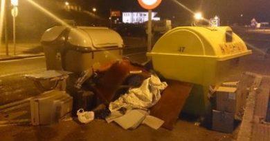 Los muebles tirados en la calle, un problema en aumento en Vitoria,