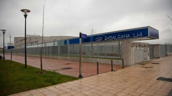 Las aulas cerradas por positivos en Euskadi bajan a 90, el 0,51% de las clases existentes,