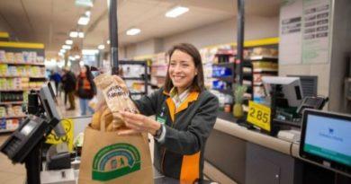 Mercadona sustituirá durante abril en Euskadi todas las bolsas de plástico por otras de papel y materiales reciclados,