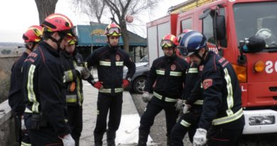 Un incendio en la parrilla de un asador obliga a desalojar a veinte personas en Betoño,