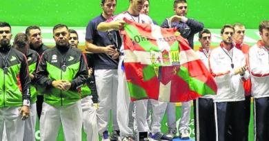 Denuncian en Bruselas la sanción contra el pelotari Bixintxo Bilbao por exhibir una ikurriña,