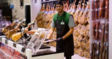Mercadona renueva los uniformes de trabajadoras y trabajadores invirtiendo 29 millones de euros,
