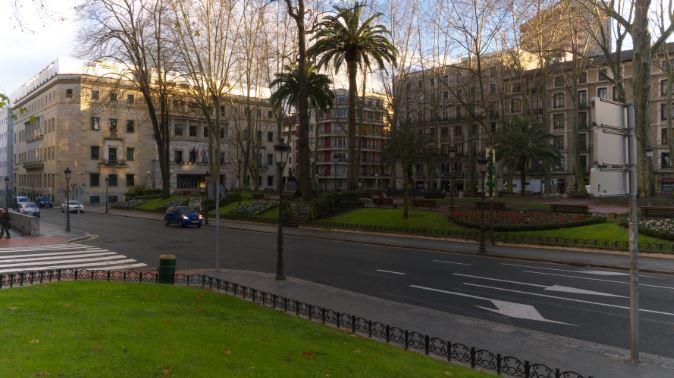 Detienen a un hombre en Bilbao por quebrantar presuntamente una orden de alejamiento y por agredir a su ex pareja,