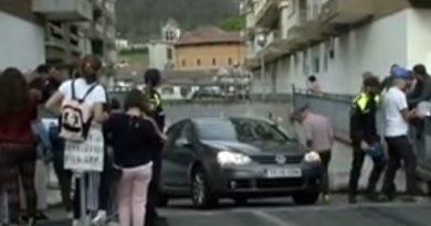 Investigan la aparición de un cadáver calcinado de una mujer en un parking de Azkoitia,