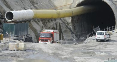 Detienen a un persona por su presunta implicación en la quema de una máquina que realizaba trabajos en las obras del TAV en Elorrio,