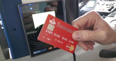 Pagar el autobús con la tarjeta de crédito, una realidad cada vez más cercana en Vitoria,