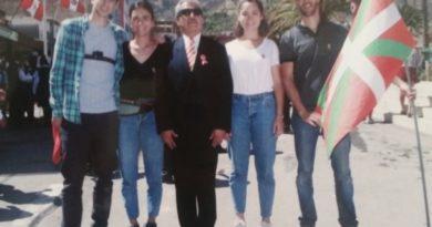 La Juventud Vasca Cooperante y la infancia de la localidad guatemalteca de Primavera celebran la bajada de Celedón en Guatemala,