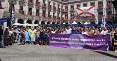 Borja Belandia participa de la concentración de rechazo y condena a las agresiones machistas en Vitoria-Gasteiz,