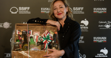 """La actriz Carmen Machi recibe el galardón """"Basque Country Gastronomiko"""" y se convierte en embajadora de los productos vascos,"""