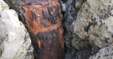 Realizan una explosión controlada de tres proyectiles encontrados en la isla de Izaros,