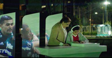 El Banco Santander estrena Fieeld, una iniciativa que permite a los invidentes seguir el fútbol con las yemas de los dedos