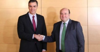 Sánchez y Ortuzaz firman un acuerdo de investidura que desarrolla la Agenda Vasca y favorece el diálogo entre diferentes,