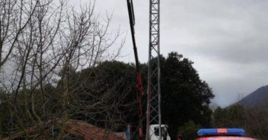 Fallece un trabajador al caer de una altura de 7 metros en un polígono de Irura,