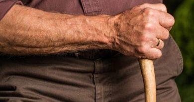 Un anciano golpea a otro hombre en Iruña, y lo deja inconsciente por una discusión de tráfico en Pamplona,