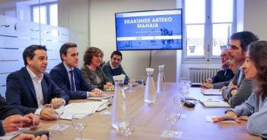 Diputación y Ayuntamiento abordan la implantación de una tasa turística en Gipuzkoa,