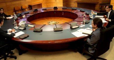 El presidente del Gobierno, Pedro Sánchez, preside el Consejo de Ministros donde han tratados medidas relacionadas con la aprobación del plan de desconfinamiento por la crisis del Covid-19. En Madrid, (España), a 28 de abril de 2020. - Moncloa