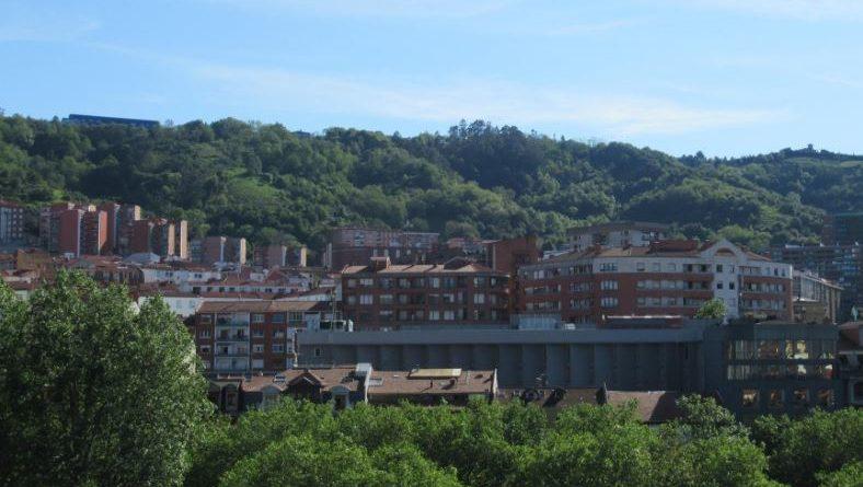 Dos detenidos por intentar robar en una vivienda tras colarse por un balcón en Bilbao,