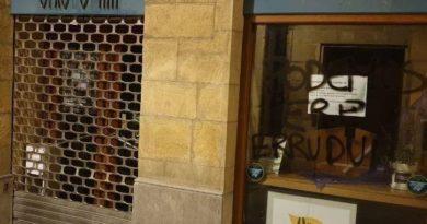 """Aparecen nuevas pintadas en las calles de Euskadi en las que llaman """"asesino"""" al PSOE y en favor del preso Patxi Ruiz,"""