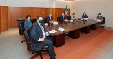 Los Gobiernos vasco y español pactan tres nuevas transferencias en el marco del compromiso bilateral para complementar el Estatuto de Gernika,