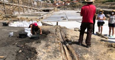 Las excavaciones arqueológicas en el Valle Salado en Araba descubren un canal de madera para la salmuera de más de 1.200 años de antigüedad,