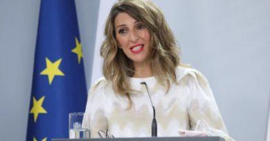 """Yolanda Díaz, convencida de que PNV y Bildu facilitarán PGE que son """"el puerto de salida a la transformación del Estado"""","""